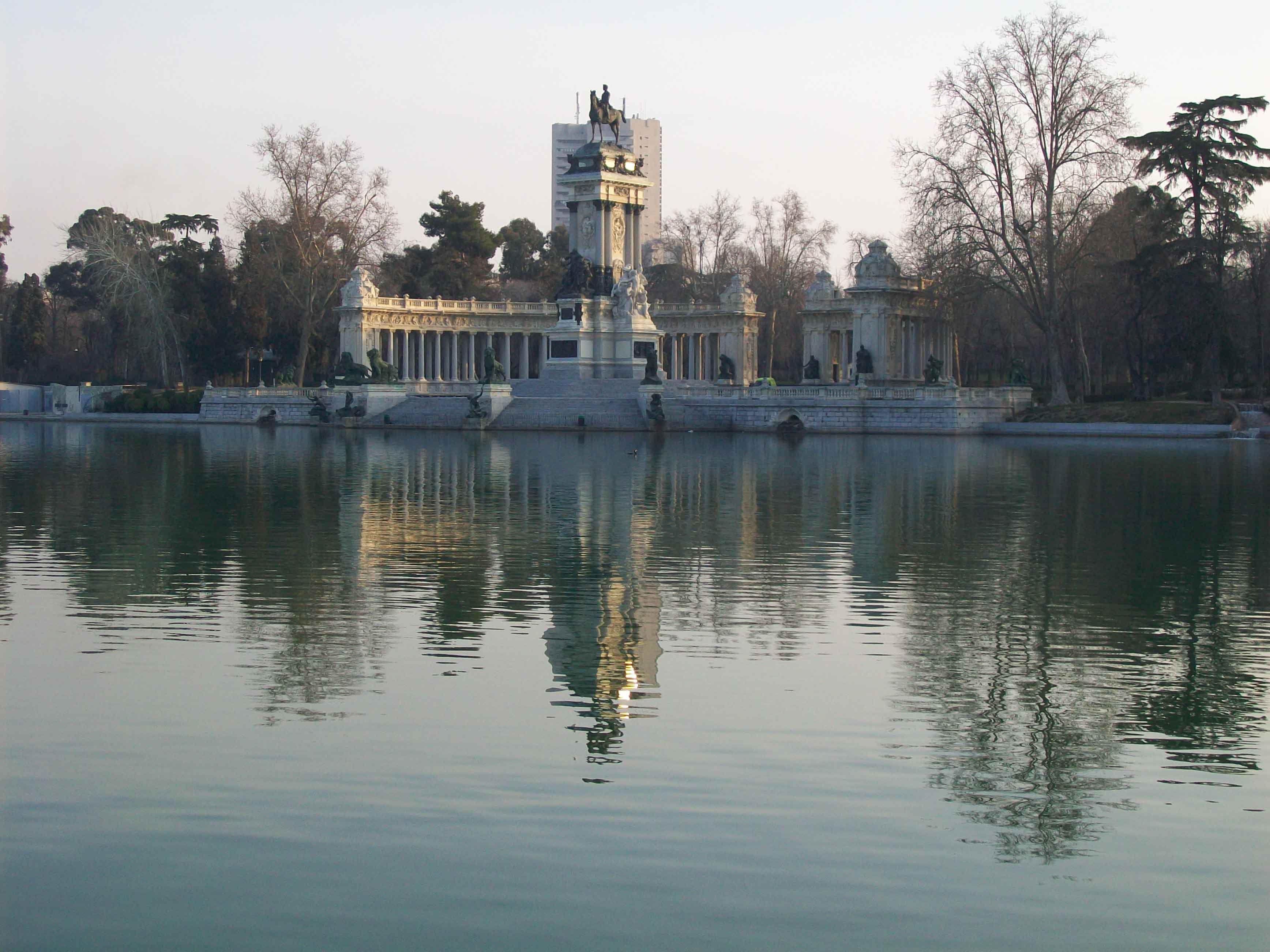 El parque del retiro de madrid ya estamos en primavera for Parque del retiro madrid