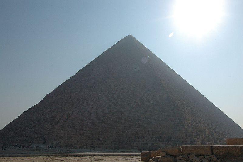 800px-Giza_piramide_di_Cheope_1