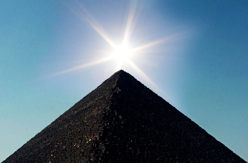 la gran priramide de keops vista con sol