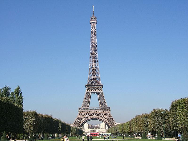 Torre EIFFEL a las luz del día