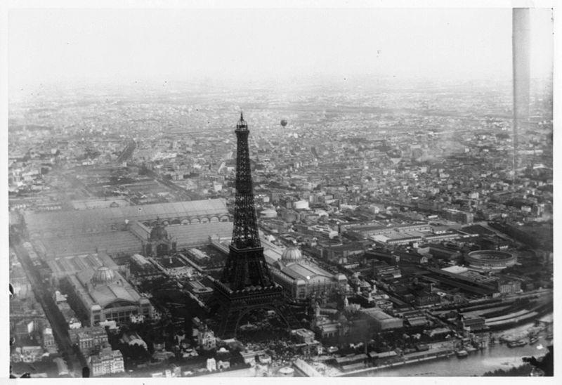 Torre EIFFEL construcción blanco y negro