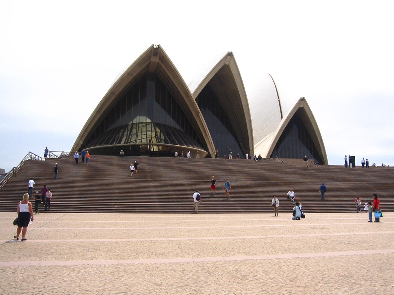 Teatro de la ópera exterior visto desde las escaleras